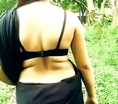 FUCKING BHABHI CURVY HIP Campaign AND OPEN BACK At hand Disastrous SAREE