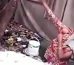 desi bengali muslim pursuit aunty bathing caprured by voyeur mms