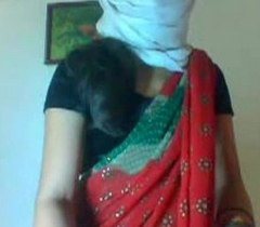 Desi married regimen sexy girl dethroning her saree showing her sexy synod clip0 7920